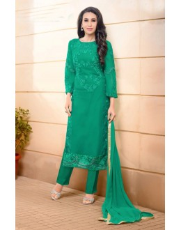 Karishma Kapoor In Green Georgette Salwar Suit  - 17058