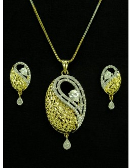 Designer Diamond Pendant With Earrings - 89926