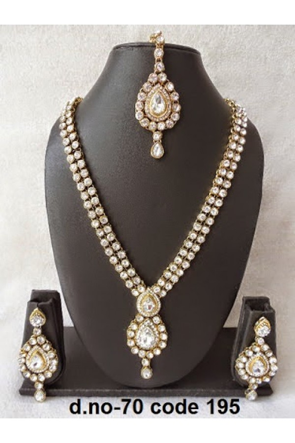 Ethnic Necklace Set With Mangtika & Earrings - 70