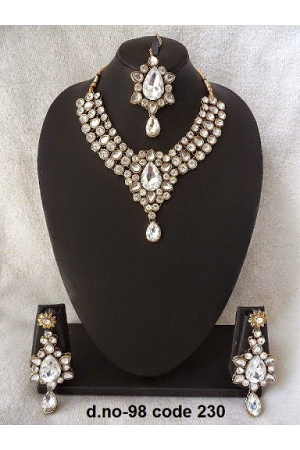 Ethnic Necklace Set With Mangtika & Earrings - 98