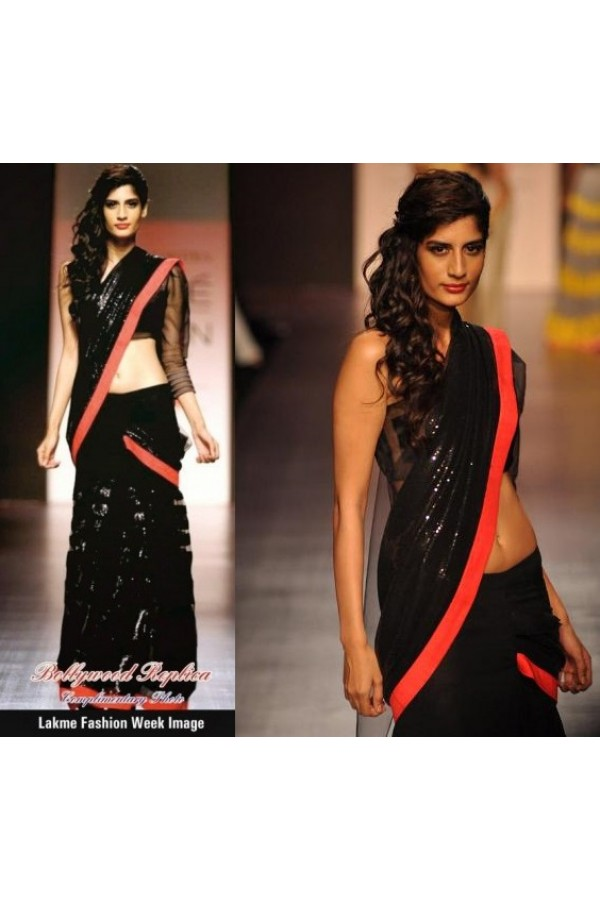 Bollywood Replica - Model In Black Saree Sexy Look At Lakme Fashion Week 2013 - OM-01
