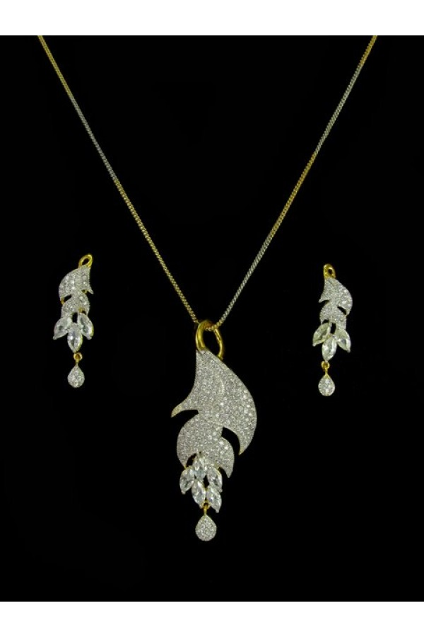 Designer Diamond Pendant With Earrings - 89631