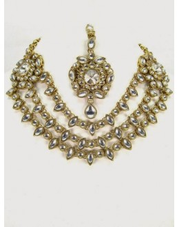 Ethnic Kundan Necklace Set With Mangtikka & Earrings - 67773