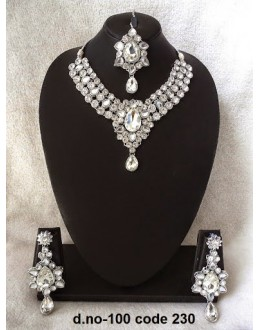 Ethnic Necklace Set With Mangtika & Earrings - 100