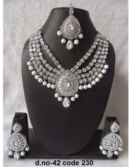 Ethnic Necklace Set With Mangtika & Earrings - 42